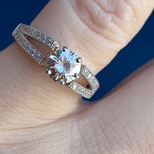 Jewelry - 🌟🌟Beautiful 1 CT Moissanite🌟🌟